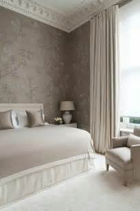 chambre a coucher taupe mur taupe couleur taupe rideaux taupes fenetre grande am 233 nagement