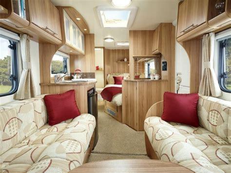 caravane canape intérieur de caravane comment l 39 aménager