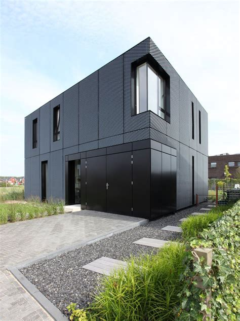 14 Examples Of Modern Houses With Black Exteriors