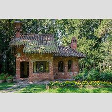 Kleines Haus Im Wald — Redaktionelles Stockfoto