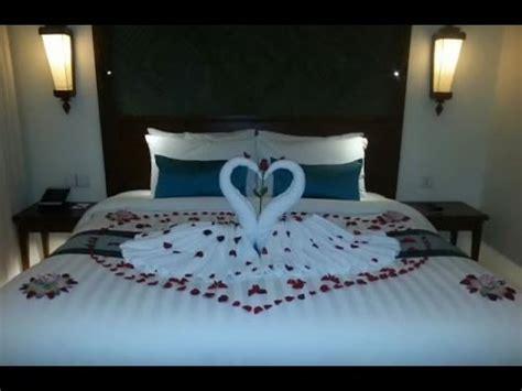 Decorating Ideas For Wedding Hotel Room by Honeymooner Set Up Hotel Bed Room Decor Hotel Room Set