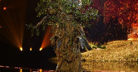 Teddy Sheringham is Tree on The Masked Singer ...