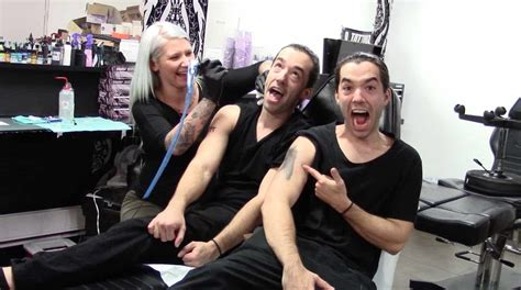 Twins Pull Epic Prank On An Unsuspecting Tattoo Artist • Awesomejelly.com