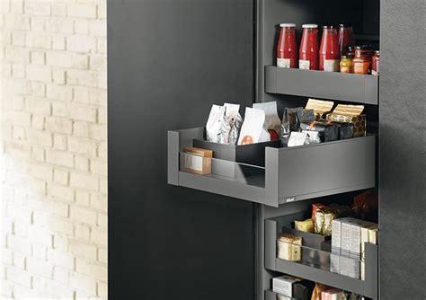 tiroirs coulissants cuisine cuisine optimisée les rangements indispensables broder