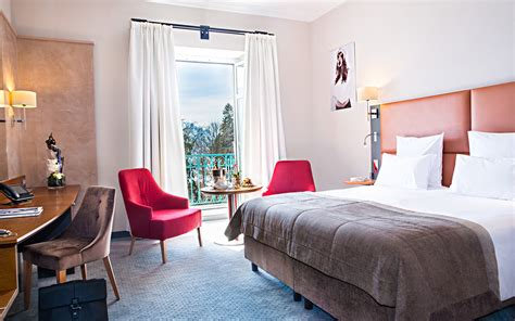 hotel chambre familiale annecy chambre annecy h 244 tel de charme lac annecy imp 233 rial palace