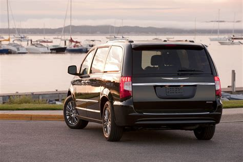 Chrysler Town And Country Forum by Minivan Here I Come 2011 Chrysler Town And Country