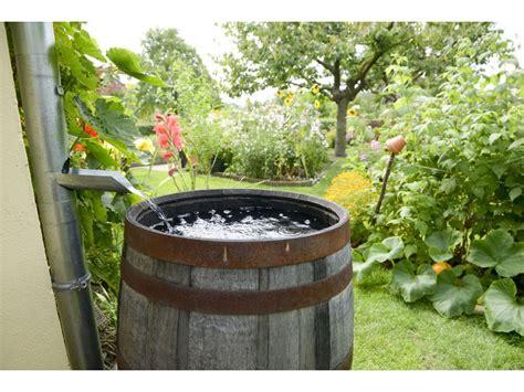 in den boden ableiten regenwassernutzung und versickerung regenwasser