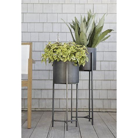 Floor Standing Planters by Best 25 Plant Stands Ideas On Standing