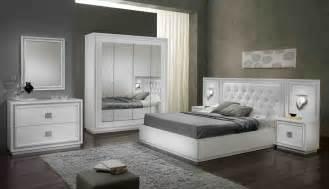 Chambre Coucher Complete Adulte Pas Cher by Chambre Adulte Compl 232 Te Design Laqu 233 E Blanche Cristalline
