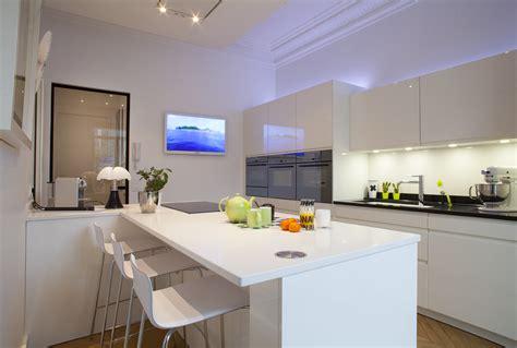 cuisines et bains cuisine blanche et séductrice cuisines et bains