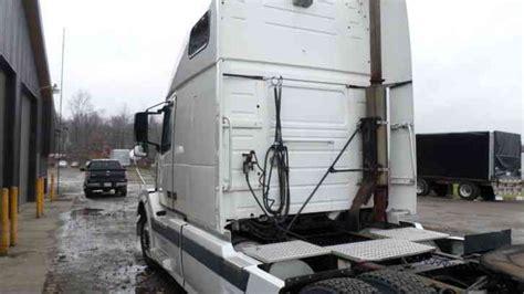 volvo vnl  sleeper semi trucks