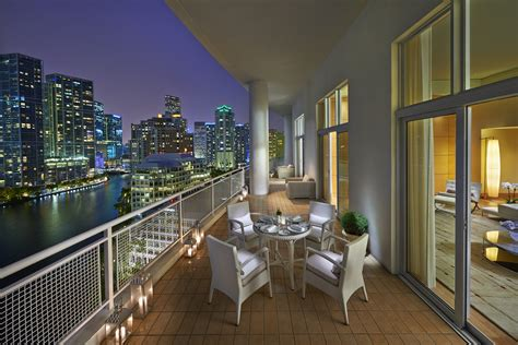 Oriental Luxury Hotel Suite