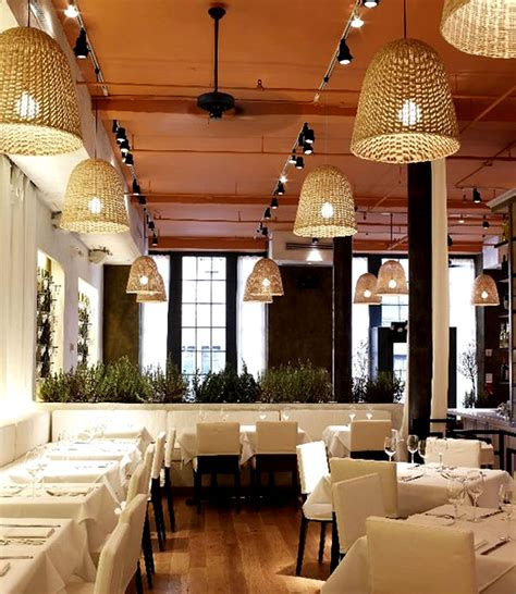 hanging pendant light restaurant interior lighting design