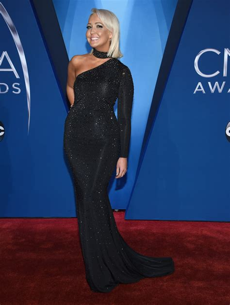 Photos 2017 Cma Awards Red Carpet Fashion Abc13com