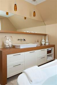 cette salle de bains moderne comprend une vanite aux With armoire salle de bain design