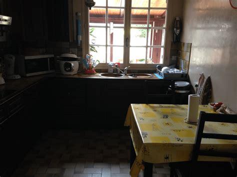 relooker ma cuisine idée déco pour relooker ma cuisine qui est sombre et