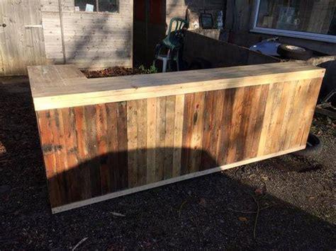 DIY Pallet L Shape Desk   Counter and Bar Table   99 Pallets