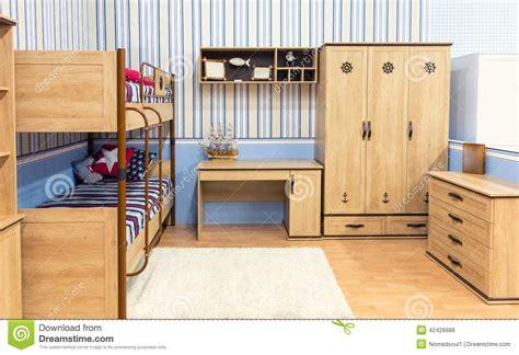 la chambre en direct cuisine chambre ã coucher lumineuse avec un placard et