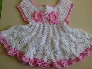 robe blanche et rose avec ses grilles gratuites With robe crochet blanche
