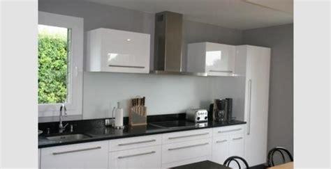 cuisine blanche et plan de travail noir cuisine et blanche noir et blanc la tendance des