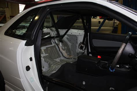 nissan skyline   point type  bolt  roll cage