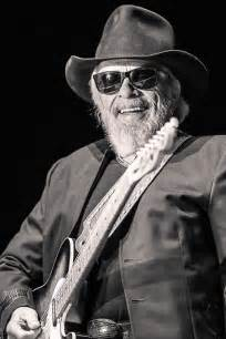 country legends that died country legend merle haggard dies on his birthday he s not the first famous person to do so