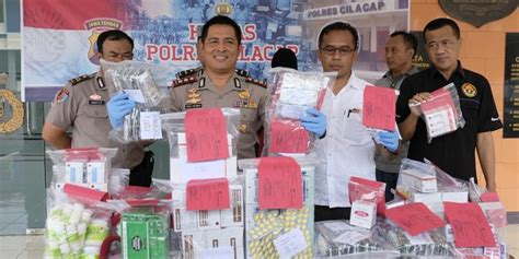 Pil Aborsi Jakarta Polisi Bongkar Toko Obat Tradisional Jual Pil Aborsi Di