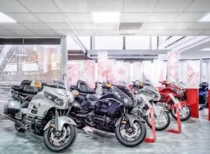 Magasin Moto Toulon : agencement et d coration concession automobile ou moto ~ Medecine-chirurgie-esthetiques.com Avis de Voitures