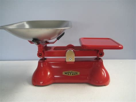 Weylux Traditional Balance Kitchen Scales In Rose Red