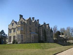 File:Country House at Scotney Castle, Lamberhurst, Kent ...
