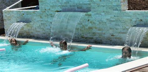 chambre complete mickey cascade piscine