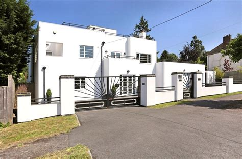 10 delectable deco houses for sale