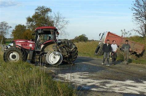 si鑒e de tracteur agricole un camion contre un tracteur agricole rn 275 dépannage assistance 1435 corbaix tracteur vol de tracteur