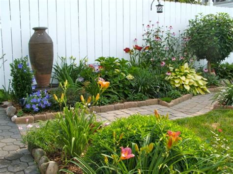Wondeful 10 Small Perennial Garden Designs Ideas For Small
