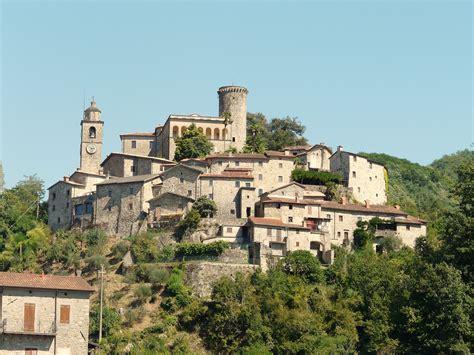 filebagnone panorama castellojpg wikimedia commons