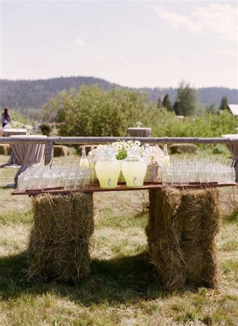 bruiloft versiering nijmegen landelijke bruiloft gebruik hooibalen als decoratie