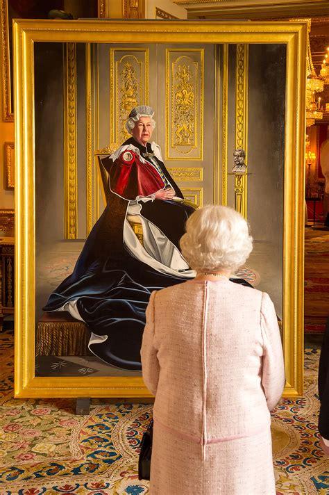 News Queen Elizabeth Queen Elizabeth Unveils Regal New Portrait People Com