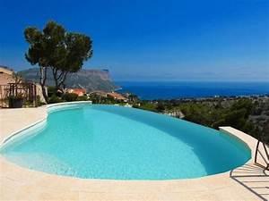piscine a debordement dont le revetement est en crystal With wonderful plage piscine pierre naturelle 7 les piscines de forme libre