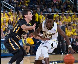 Billups pours in 16 points, but Michigan pulls away in ...