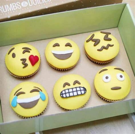 cupcake emoji for iphone 20 best images about emojis on emoji cake