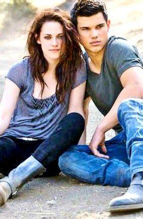 Kristen Stewart and Taylor Lautner in Entertainment Weekly ...