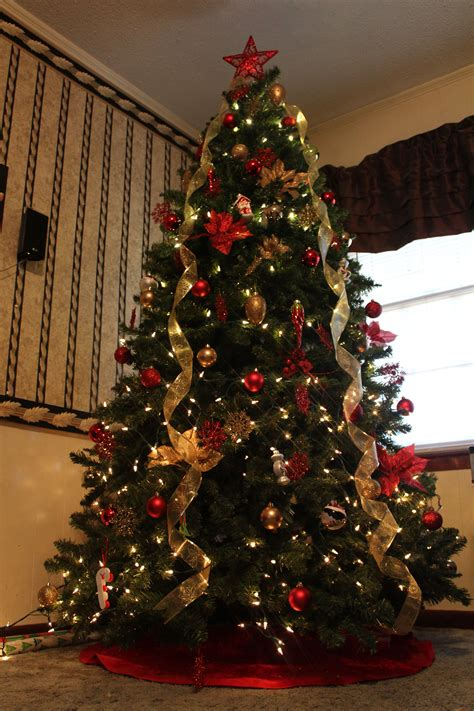 vertical ribbon on christmas tree beautiful tree decorations ideas decorations luxury