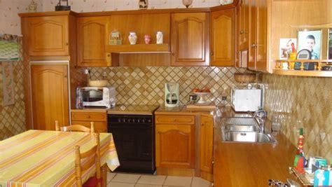 repeindre meuble cuisine bois rénovation cuisine bois repeindre des meubles de cuisine