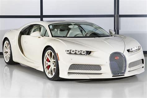 El nuevo bugatti chiron integra el distintivo color de cuero 'craie', el cual se ha hecho famosos en los bolsos legendarios y otros accesorios de hèrmes. Voici l'unique Bugatti Chiron Hermès