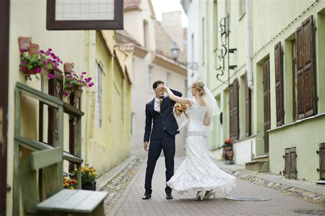 Spotifys 10 Most Popular First Dance Wedding Songs