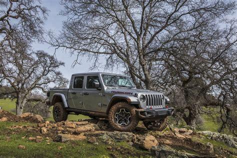 jeep gladiator brings pickup   jeep autogravity