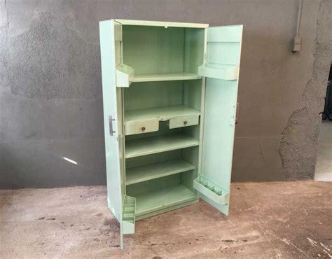 couleur d armoire de cuisine armoire tolix couleur vert d 39 eau