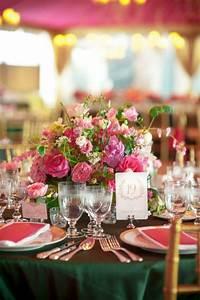 Tischdeko Runde Tische : runde tische zur hochzeit dekorieren rosa und smaragdgr n tischdeko hochzeit ~ Watch28wear.com Haus und Dekorationen