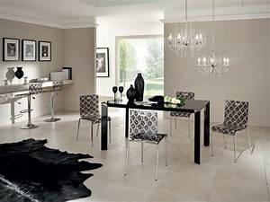 Chaises transparentes pour creer une salle a manger dans l for Salle À manger contemporaineavec chaises salle À manger transparentes