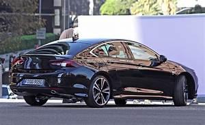 Opel Insignia 2017 : 2017 opel insignia spied sans camouflage looks all grown up autoevolution ~ Medecine-chirurgie-esthetiques.com Avis de Voitures
